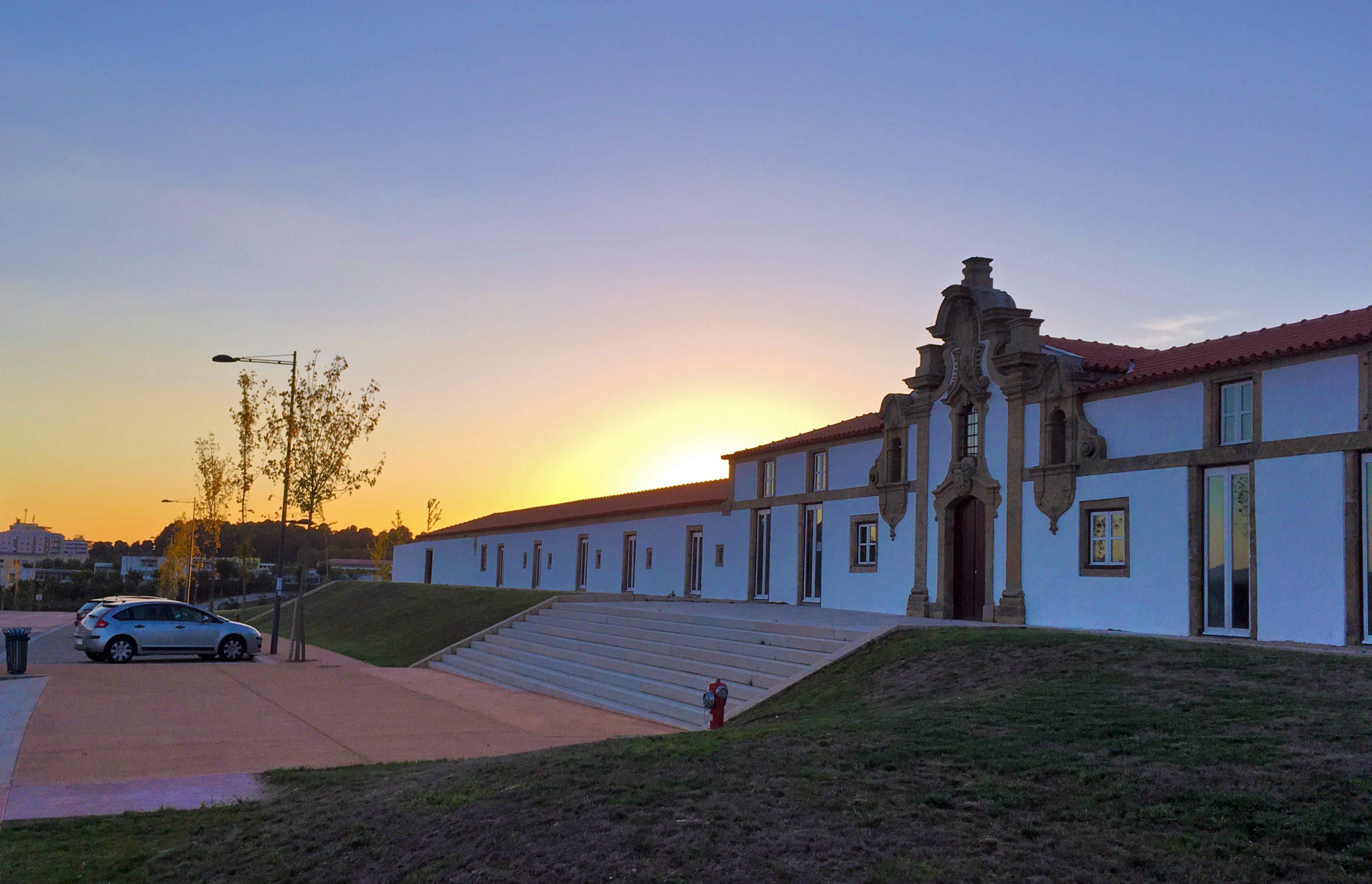 (Português) A Escola