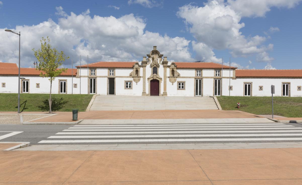 (Português) Escola Superior de Ciências Empresariais